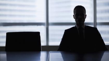 Imagen de portada de «Prácticas no remuneradas». «¿Quieres ser tu propio jefe? Buscamos emprendedores». «Aquí somos una gran familia»