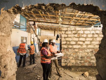 Imagen de portada de Trabajar en soluciones humanitarias…