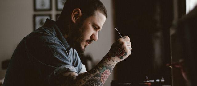 Imagen de portada de Carecer de tatuajes, curiosa necesidad