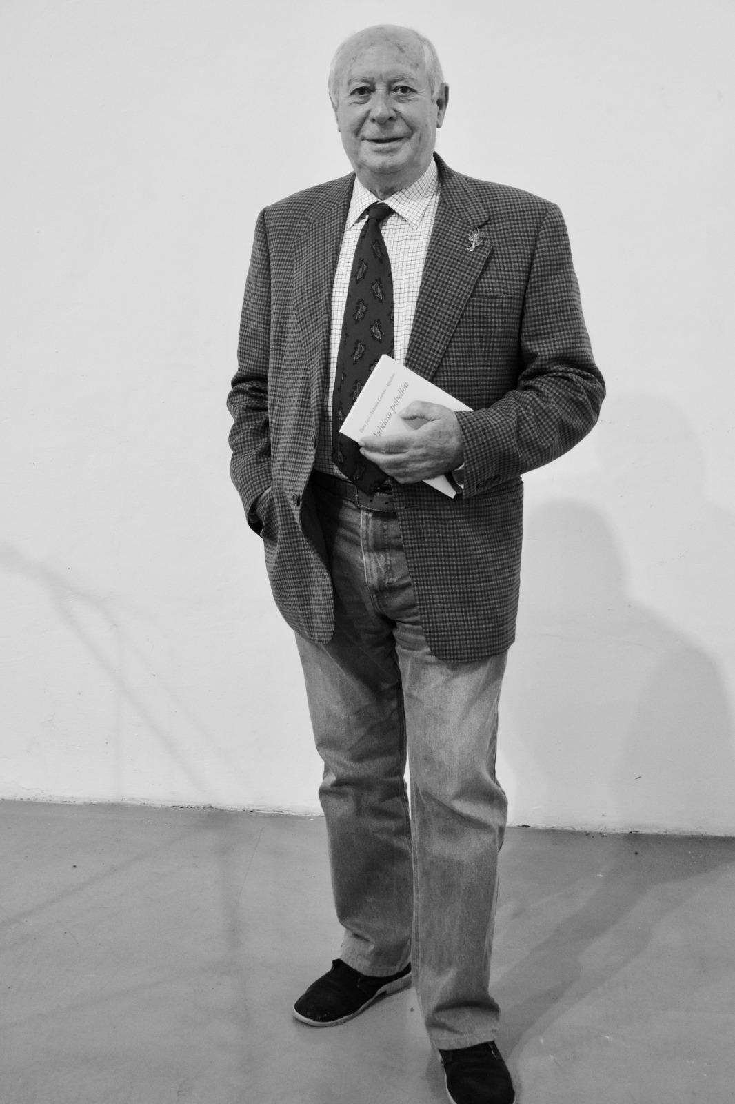 Imagen de portada de Antonio Carvajal, Premio Nacional de Poesía: «Lo que sé de bueno es porque alguien mejor que yo me lo ha enseñado»