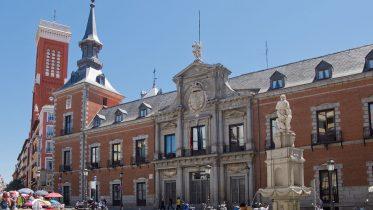 Palacio_de_Santa_Cruz_-_01